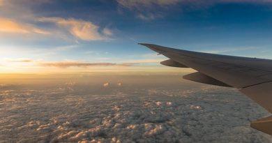 horizon view from airplane window