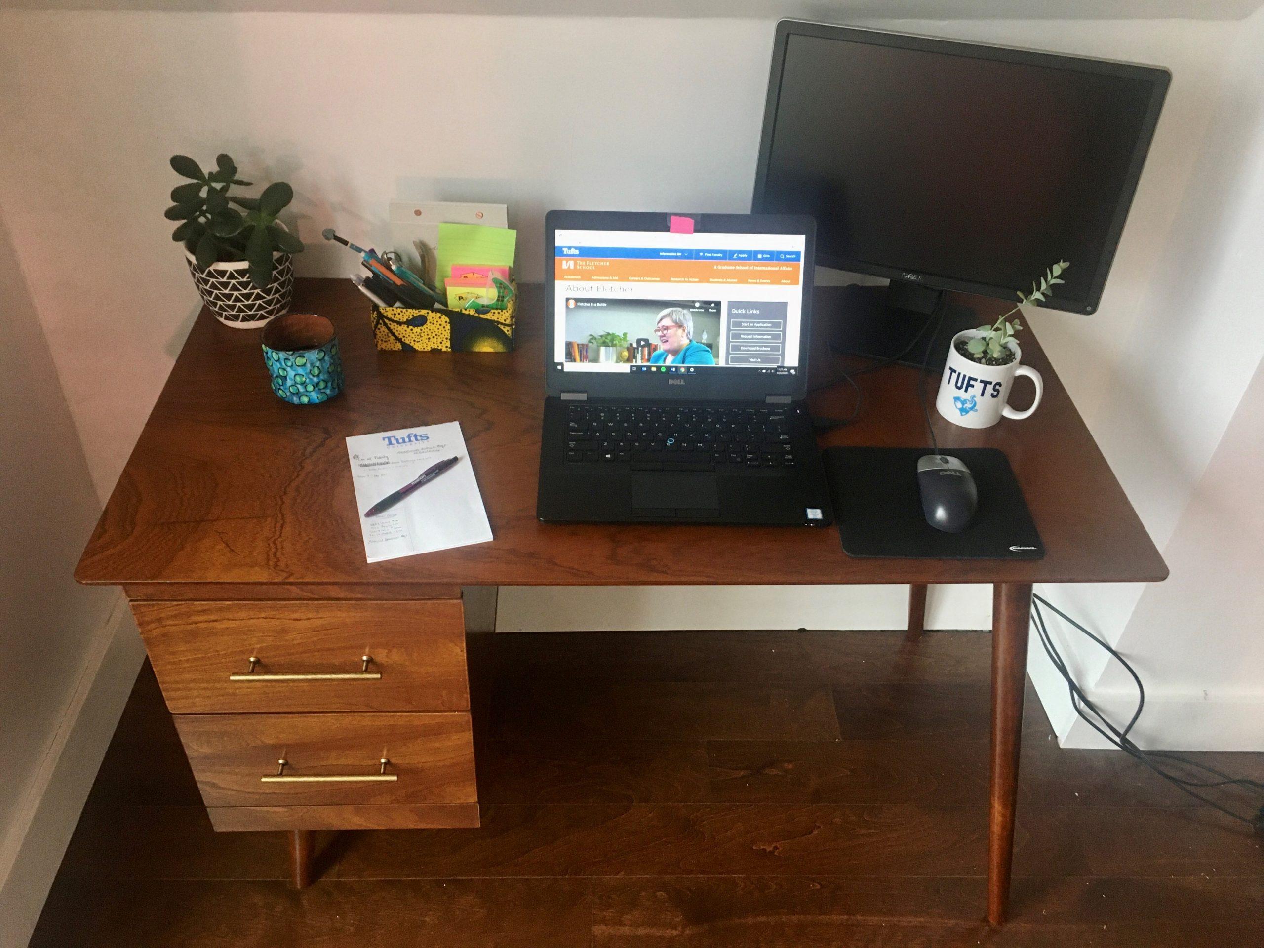 Yaritza's home office