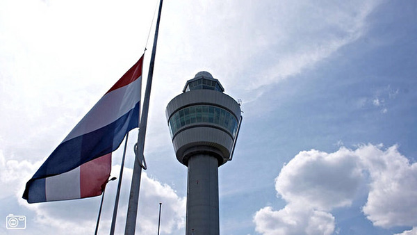 "Amsterdam's Schiphol Airport with the Dutch flag at half mast. Photo: <a href=""https://www.flickr.com/photos/hereistom/"">Tom Jutte</a>"