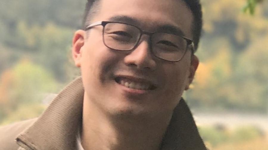 Jonathan Pu Headshot