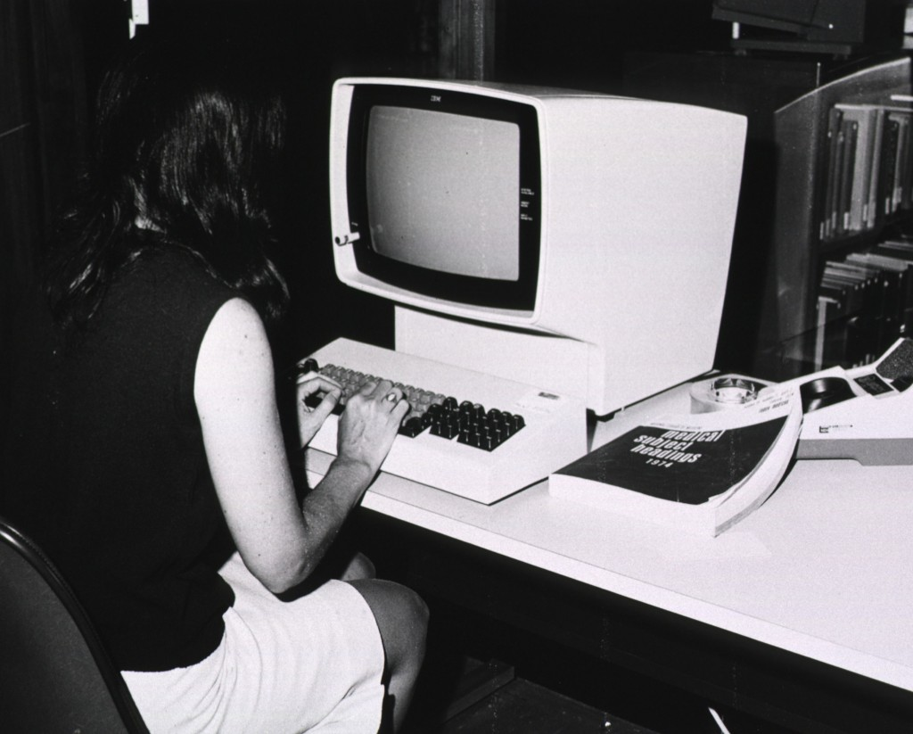 MEDLINE computer with Medical Subject Headings book, circa 1974 Image source:  U.S. National Library of Medicine Digital Collections